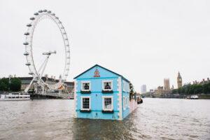 airbnb-floating-house-river-thames-london-designboom-02